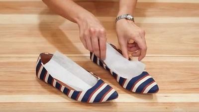 Bí quyết khử mùi hôi khi đi giày