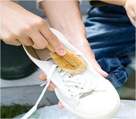 Thủ Ngay Chiêu Thức Giữ Phong Độ Cho Em Giày Sneaker Trắng